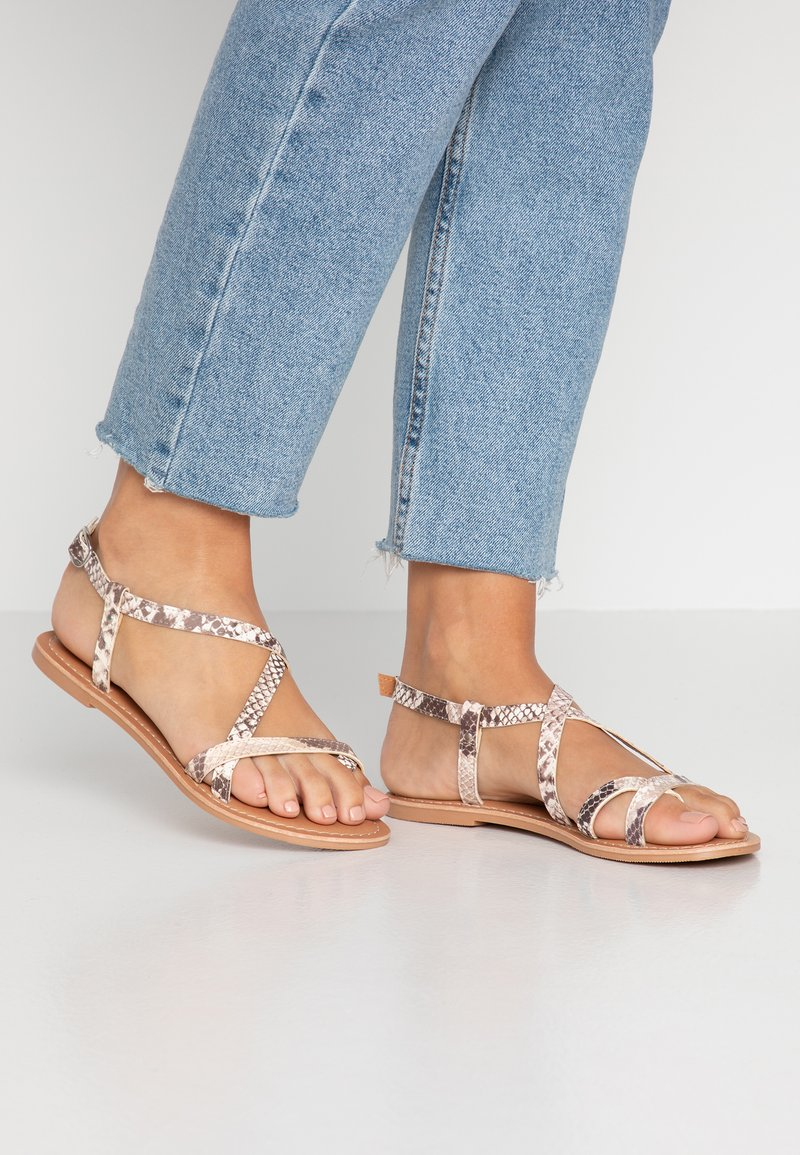 Miss Selfridge - ELOISE - Sandalias de dedo - grey