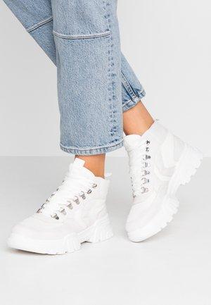TYLER - Sneakersy wysokie - white/grey