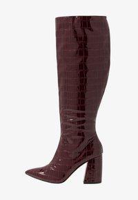 Miss Selfridge - OLYMPIA POINT STRAIGHT SHAFTKNEE HIGH - Stiefel - burgundy - 1