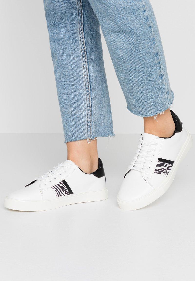 Miss Selfridge - TRINITY - Sneakersy niskie - white