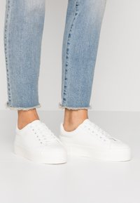 Miss Selfridge - TRICKSTER - Sneakers basse - white - 0