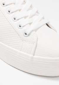Miss Selfridge - TRICKSTER - Sneakers basse - white - 2