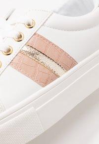Miss Selfridge - TOVA FLATFORM LACE UP - Sneakers - white/gold - 2