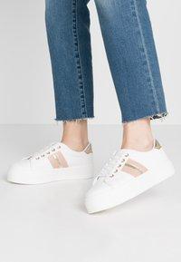 Miss Selfridge - TOVA FLATFORM LACE UP - Sneakers - white/gold - 0