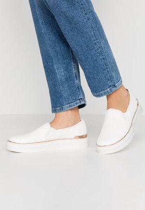 TRULY FLATFORM  - Slippers - white
