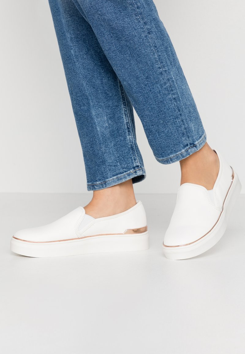Miss Selfridge - TRULY FLATFORM  - Mocassins - white