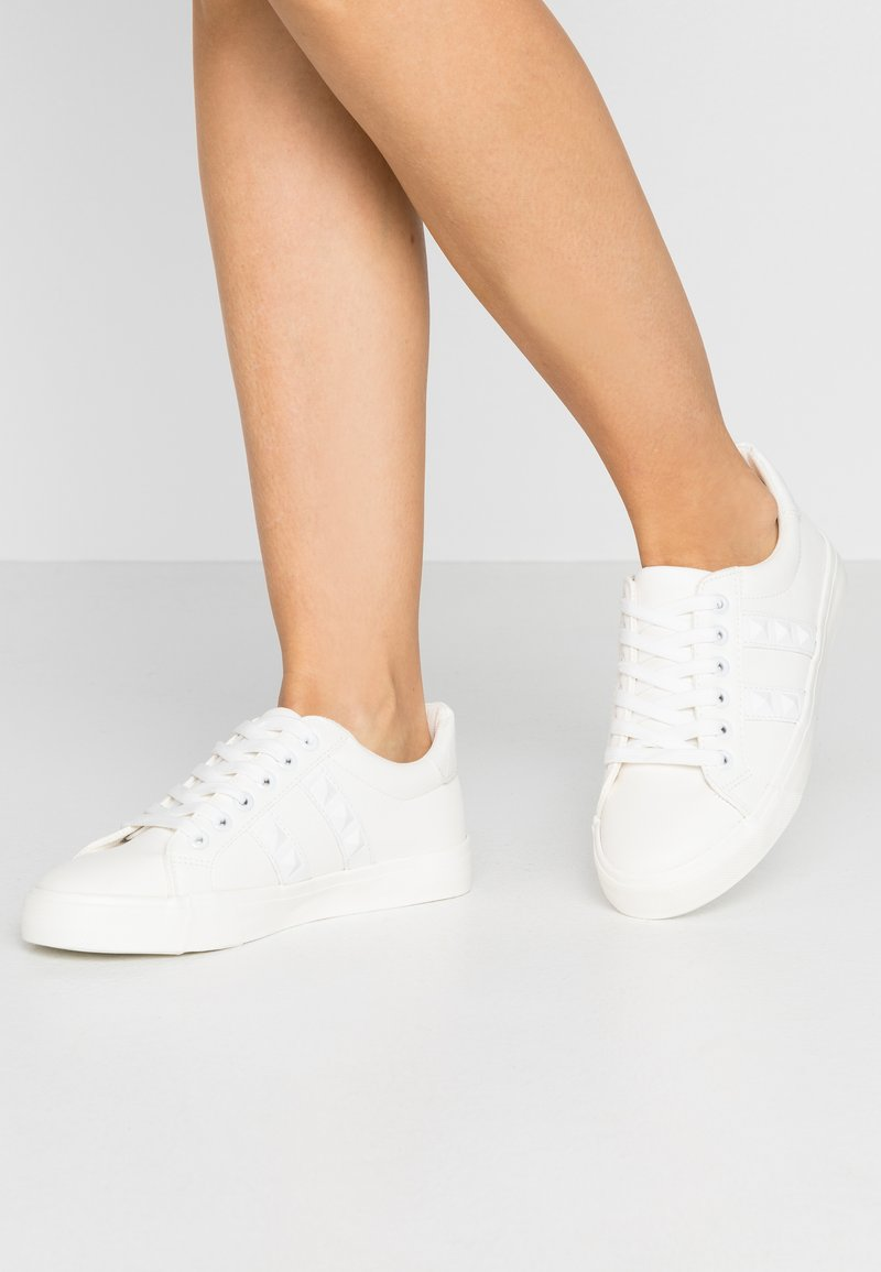 Miss Selfridge - TUNKY CHUNKY LACE UP TRAINER - Trainers - white