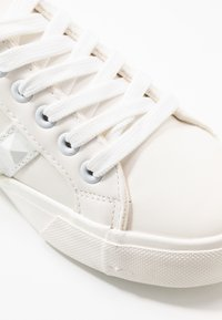 Miss Selfridge - TUNKY CHUNKY LACE UP TRAINER - Trainers - white - 2
