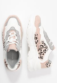 Miss Selfridge - TUCKER CHUNKY TRAINER - Zapatillas - white/pink - 3