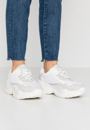 TUCKER CHUNKY TRAINER - Sneakers - white/grey