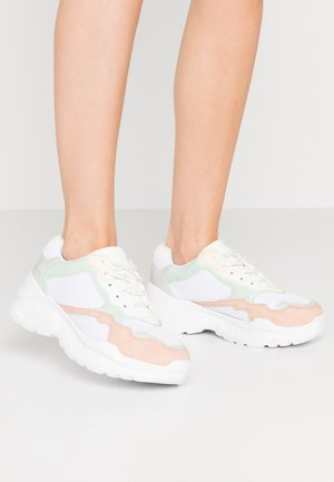 TUCKER CHUNKY TRAINER - Baskets basses - multicolor