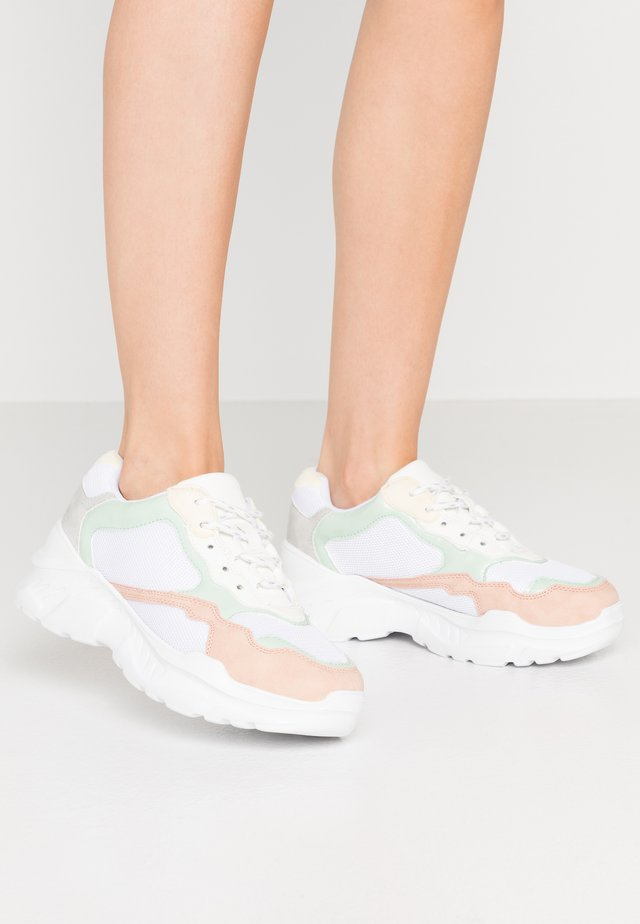 TUCKER CHUNKY TRAINER - Sneakers - multicolor