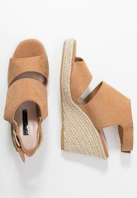 Miss Selfridge - WREN HIVAMP WEDGE - Højhælede sandaletter / Højhælede sandaler - tan - 3