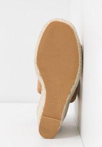 Miss Selfridge - WREN HIVAMP WEDGE - Højhælede sandaletter / Højhælede sandaler - tan - 6