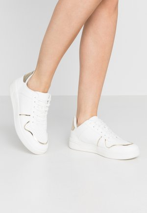 TIJI TENNIS LACE UP - Tenisky - white/gold
