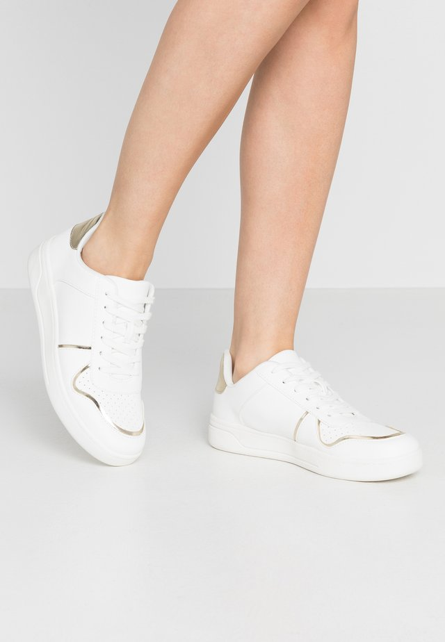 TIJI TENNIS LACE UP - Trainers - white/gold