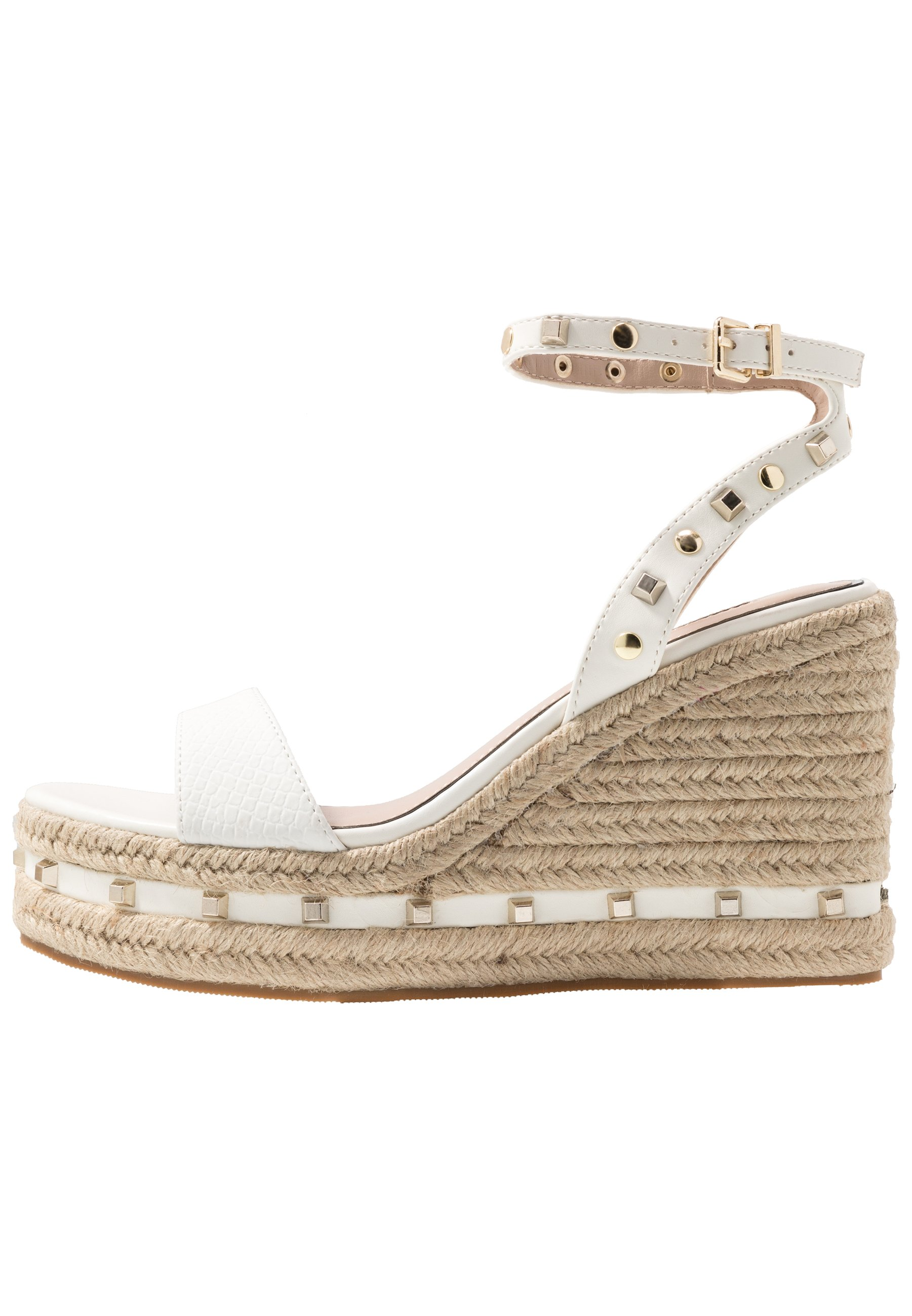 Miss Selfridge WHIZZER STUDDED SQUARE TOE WEDGE - Sandały na obcasie - white