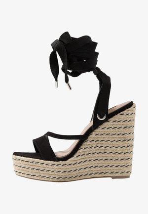 WRAP WEDGE - Sandalias de tacón - black