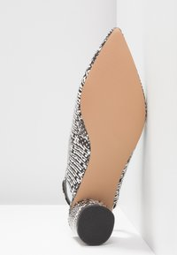 Miss Selfridge - CLARA - Klassieke pumps - grey - 6