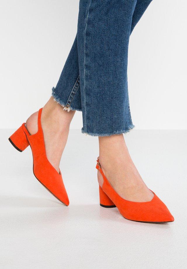CLARA - Classic heels - coral