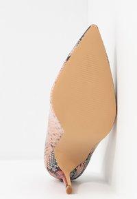 Miss Selfridge - CATERINAPOINTED STILETTO COURT - Lodičky na vysokém podpatku - pink - 6