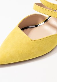 Miss Selfridge - DOUBLE STRAP LOW COURT - Avokkaat - lime - 2