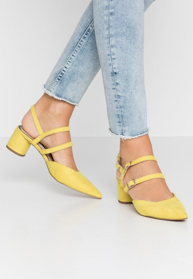 DOUBLE STRAP LOW COURT - Classic heels - lime