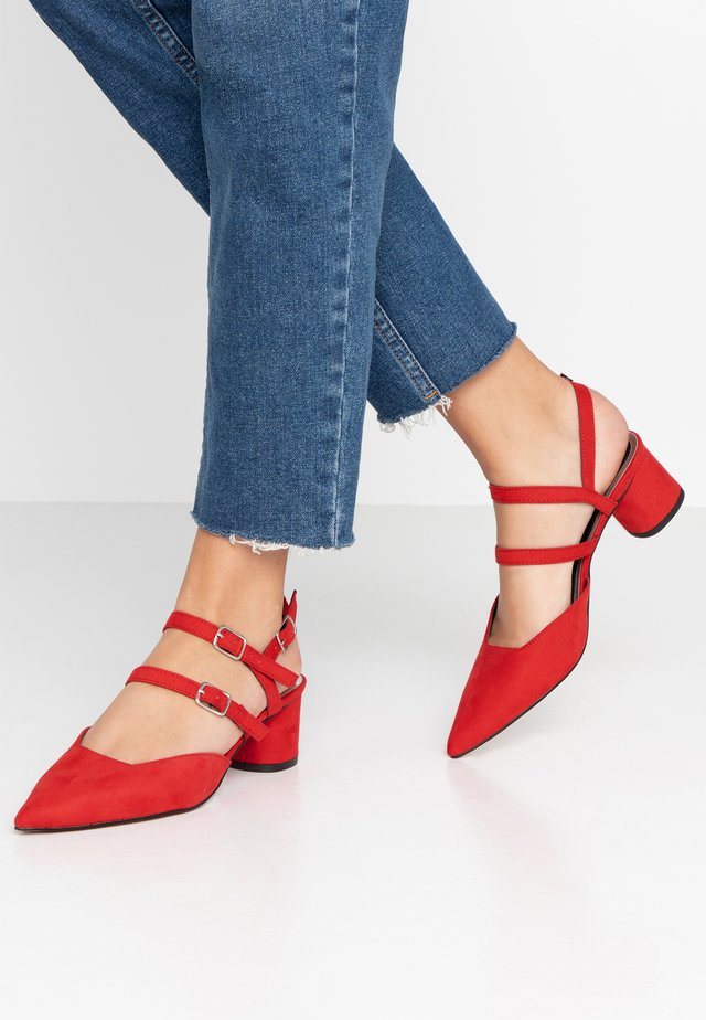 DOUBLE STRAP LOW COURT - Classic heels - red
