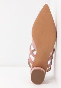 Miss Selfridge - DOUBLE STRAP LOW COURT - Klassieke pumps - pink - 6