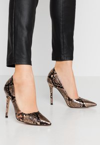 Miss Selfridge - CHAOS SEXY COURT - Højhælede pumps - bronze - 0