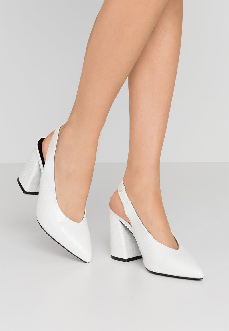 Miss Selfridge - CARRIE SLING BACK COURT - High heels - white