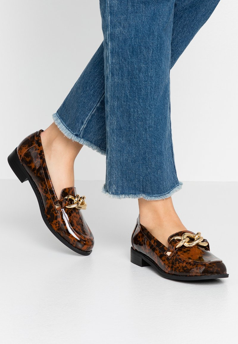 Miss Selfridge - PIPPA CHAIN CHUNKY LOAFER - Instappers - brown