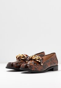 Miss Selfridge - PIPPA CHAIN CHUNKY LOAFER - Instappers - brown - 4