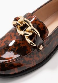 Miss Selfridge - PIPPA CHAIN CHUNKY LOAFER - Instappers - brown - 2