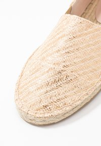 Miss Selfridge - LOWER - Espadrilles - gold - 2