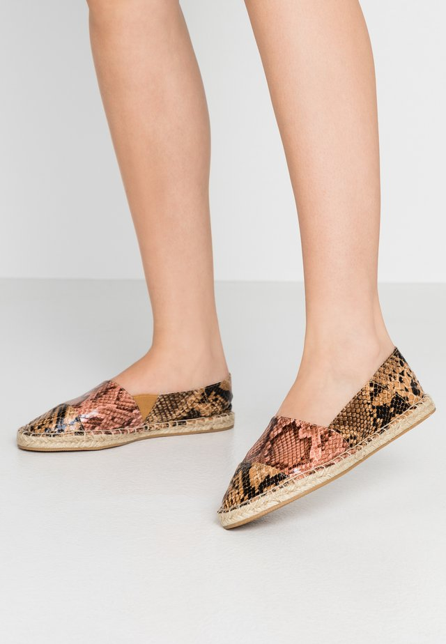 LOWER - Espadrillos - brown