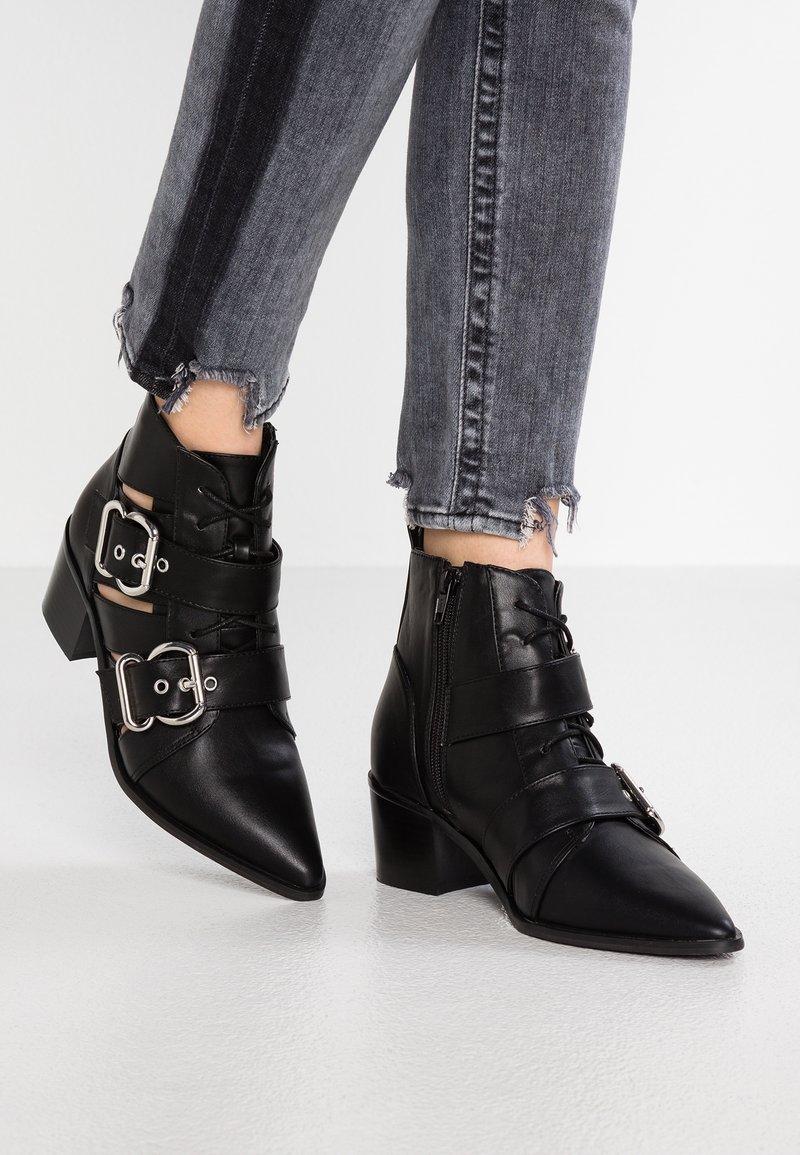 Miss Selfridge - ABIGAIL - Kovbojské/motorkářské boty - black