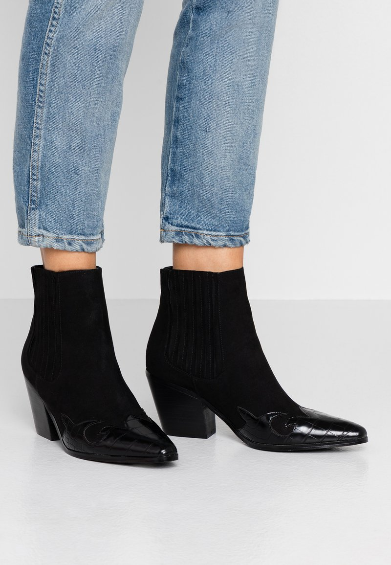 Miss Selfridge - BEWITCH PULL ON WESTERN - Ankle boots - black