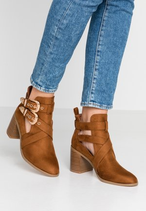 CUT OUT - Botines bajos - tan