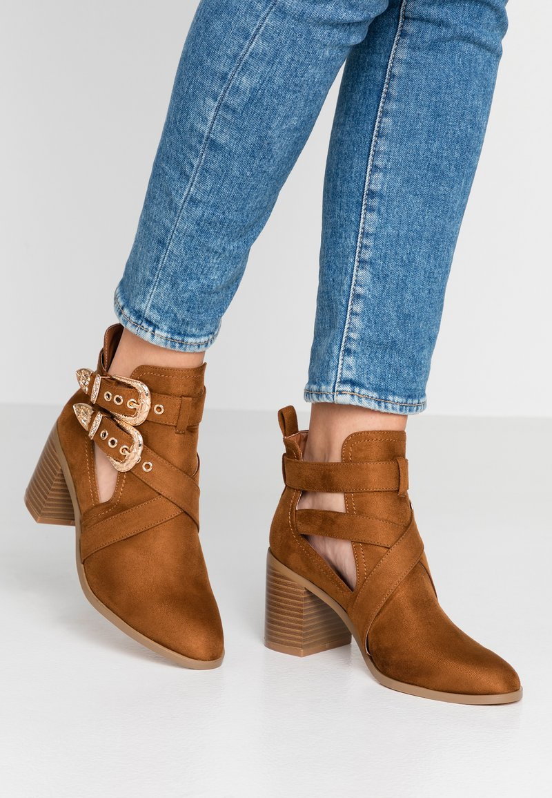 Miss Selfridge - CUT OUT - Ankle Boot - tan