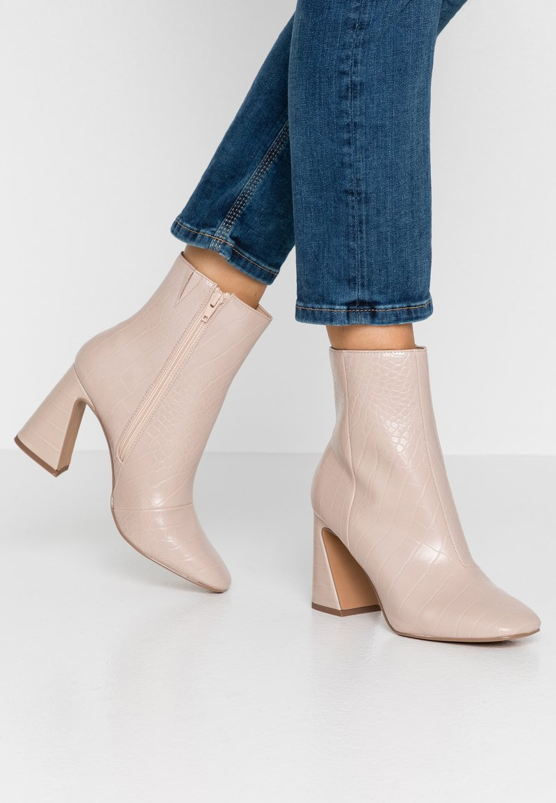 Miss Selfridge - FLARE BASIC BOOT - High Heel Stiefelette - cream
