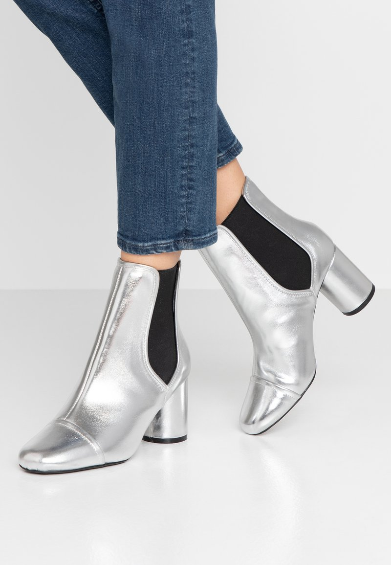 Miss Selfridge - ROUND HEEL CHELSEA BOOT - Classic ankle boots - silver