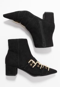 Miss Selfridge - TRIPLE BUCKLE LOW BLOCK BOOT - Kotníkové boty - black - 3