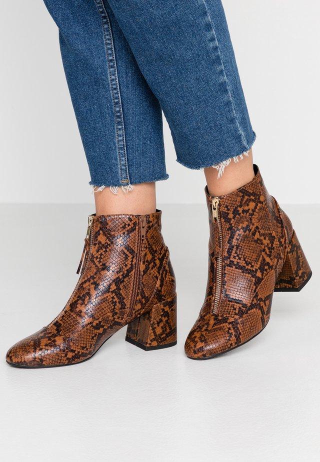 ZIP FRONT BLOCK HEEL - Ankle boots - brown