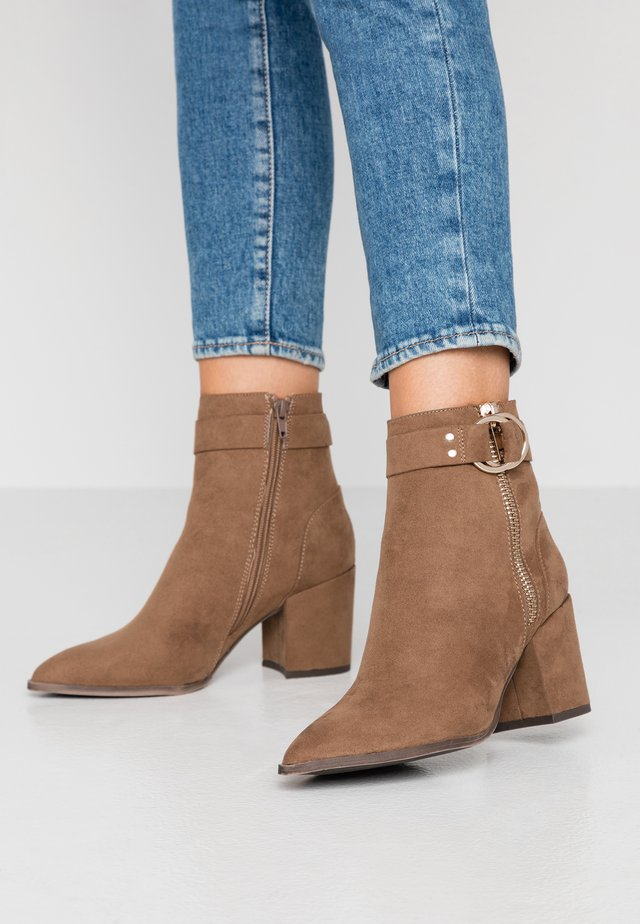 BEA - Classic ankle boots - tan