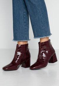 Miss Selfridge - BRIXTON - Ankelstøvler - burgandy - 0