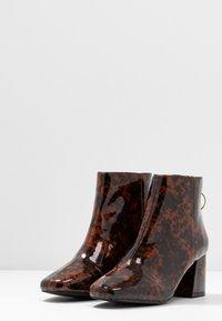 Miss Selfridge - BRIXTON - Kotníková obuv - brown - 4