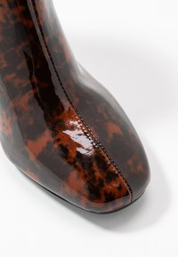 Miss Selfridge - BRIXTON - Kotníková obuv - brown - 2