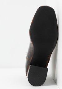 Miss Selfridge - BRIXTON - Kotníková obuv - brown - 6
