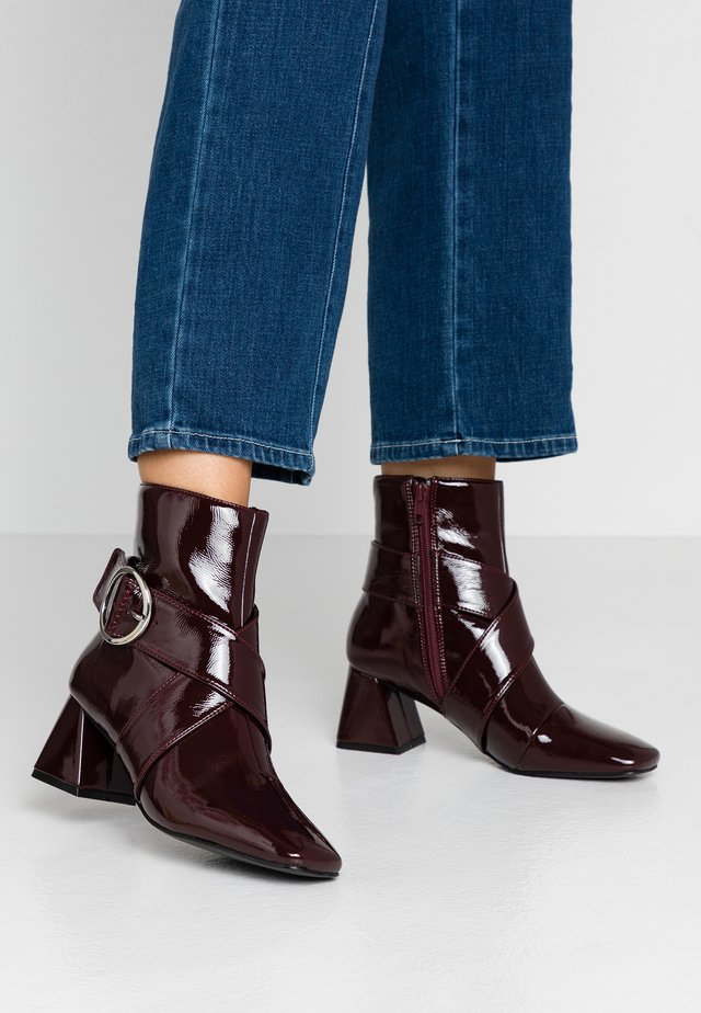 BABE TOE - Classic ankle boots - bordeaux